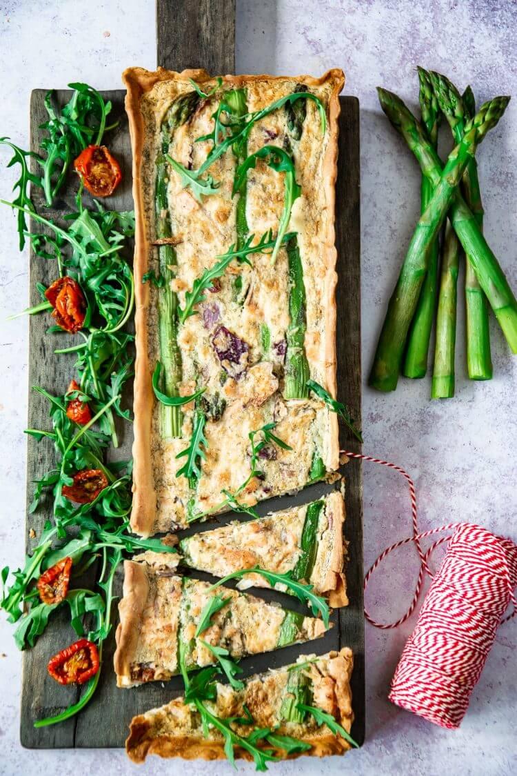 Quiche met groene asperges en gerookte zalm