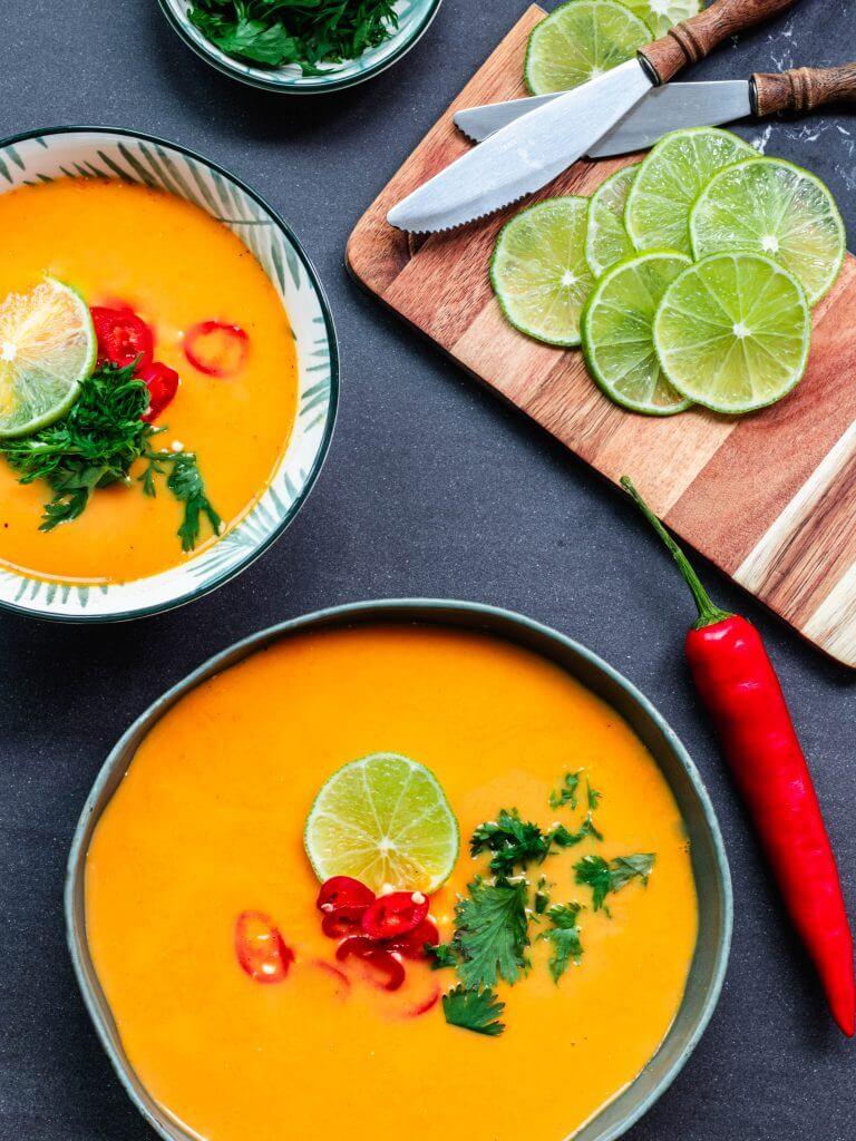 Wortelsoep met rode curry en kokosmelk