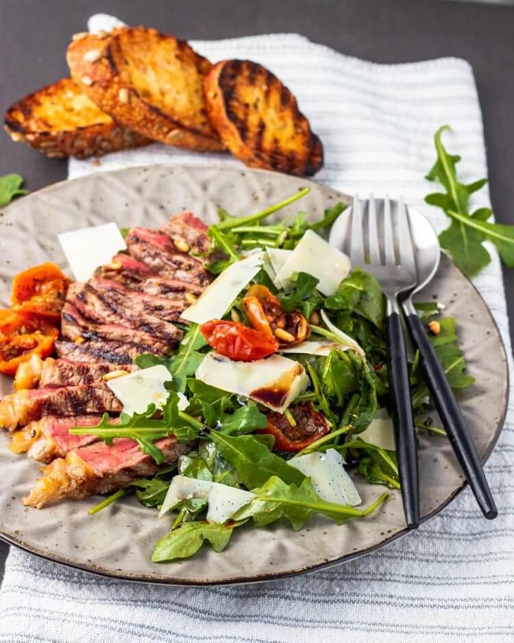 Italiaanse salade met biefstuk